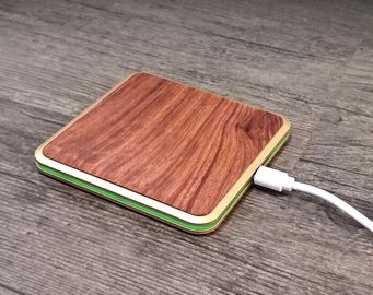 China Smart Phone Wooden Wireless Charger 2 - 10mm Transmission Distance Qi Charging Pad supplier