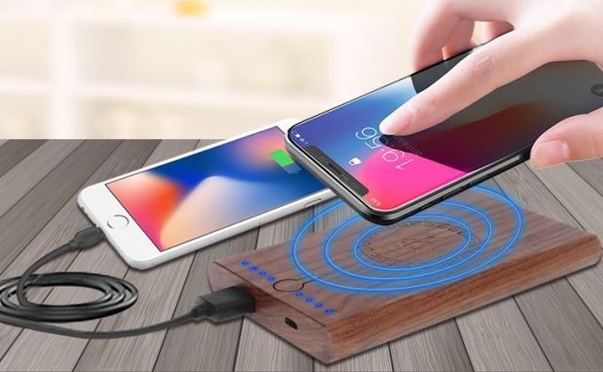 6000mAh Wood Qi Power Bank , 10m Operation Distance Wireless Battery Bank